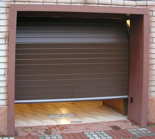 Секционные гаражные ворота Алютех заполнение сэндвич панель структура Sгофр, цвет  Ral 8014.